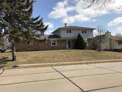 Eldridge Single Family Home For Sale: 301 S 8th