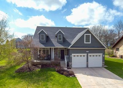 Bettendorf Single Family Home For Sale: 1776 Hollow View