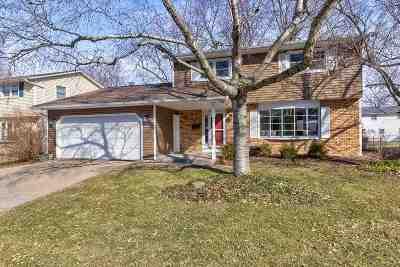 Bettendorf Single Family Home For Sale: 3103 Windsor