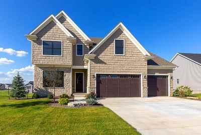 Bettendorf Single Family Home For Sale: 5868 Settler's Pointe Creek