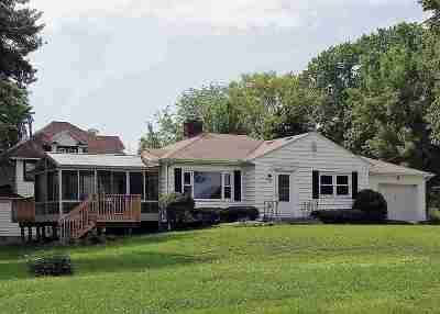 Eldridge Single Family Home For Sale: 420 N 2nd