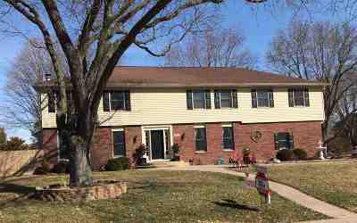 Bettendorf Single Family Home For Sale: 5015 Norwood