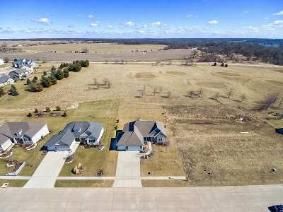 Le Claire Single Family Home For Sale: 17 Country Club
