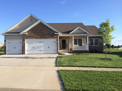 Le Claire Single Family Home For Sale: 18 Blackstone Way