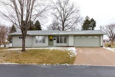bettendorf Single Family Home For Sale: 1403 Broadview