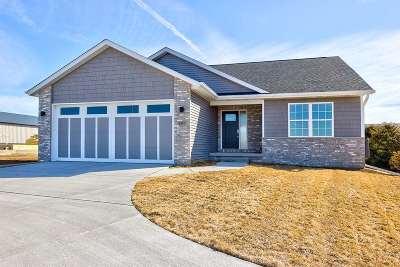 Eldridge Single Family Home For Sale: 207 S Buttermilk