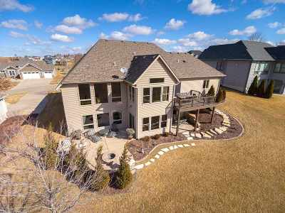 Le Claire Single Family Home For Sale: 50 Country Club