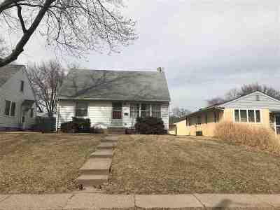 Davenport IA Single Family Home For Sale: $82,000