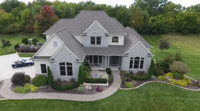 Le Claire Single Family Home For Sale: 4 Pebble Creek