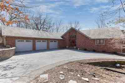 Bettendorf Single Family Home For Sale: 6075 Shadowbrook