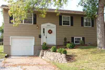 Bettendorf Single Family Home For Sale: 2816 Magnolia