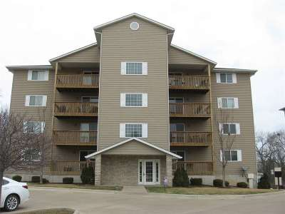 Bettendorf Condo/Townhouse For Sale: 4193 Creek Hill