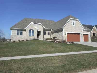 Le Claire Single Family Home For Sale: 12 Country Club