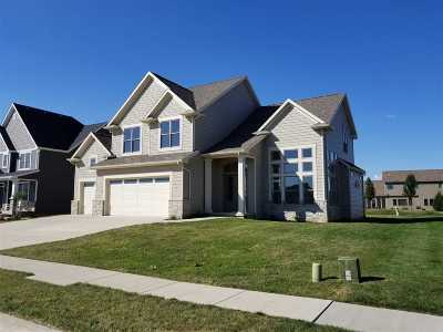 Bettendorf Single Family Home For Sale: 5700 Emily
