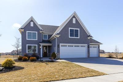 Bettendorf Single Family Home For Sale: 6532 Cardinal