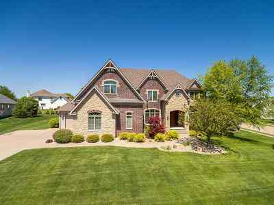 Bettendorf Single Family Home For Sale: 2 Summer