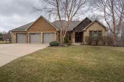 Eldridge Single Family Home For Sale: 27040 Grandview
