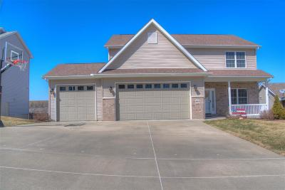 Le Claire Single Family Home For Sale: 803 Wild West