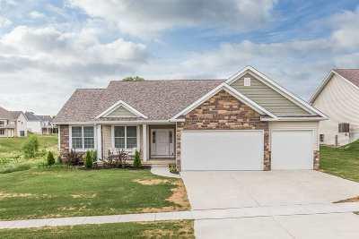 Le Claire Single Family Home For Sale: 33 Blackstone Way