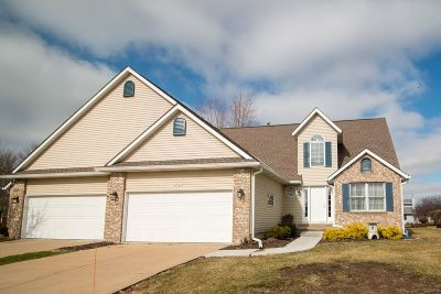 Bettendorf Condo/Townhouse For Sale: 4620 Crow Creek