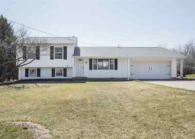 Bettendorf Single Family Home For Sale: 4363 Tanglewood