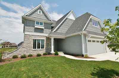 Bettendorf Single Family Home For Sale: 3776 Cobblestone
