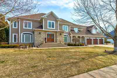 Bettendorf Single Family Home For Sale: 2160 St Andrews