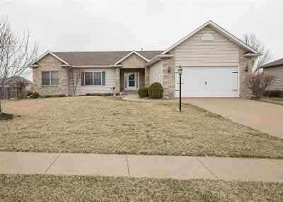 Bettendorf Single Family Home For Sale: 3252 Valleywynds