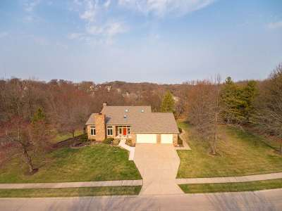 Bettendorf Single Family Home For Sale: 4576 Valley Brook