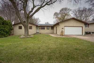 Bettendorf Single Family Home For Sale: 1531 Fairlane
