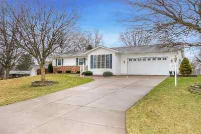 Eldridge Single Family Home For Sale: 57 Parkview