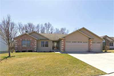 Le Claire Single Family Home For Sale: 1004 Wild West