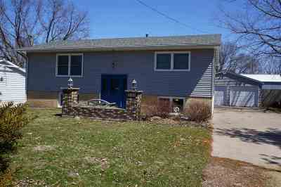 Single Family Home For Sale: 107 5th