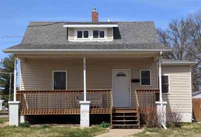 Bettendorf Single Family Home For Sale: 2304 Central