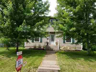 Bettendorf Single Family Home For Sale: 1034 Brown