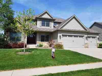 Bettendorf Single Family Home For Sale: 4018 Wyndham