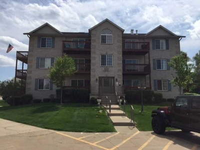 Bettendorf Condo/Townhouse For Sale: 3206 Holiday