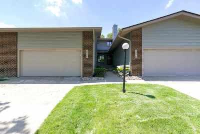 Bettendorf Condo/Townhouse For Sale: 4566 Bunker Hill