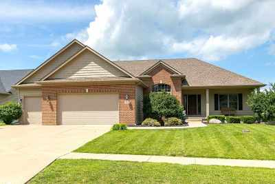 Le Claire Single Family Home For Sale: 901 Wild West