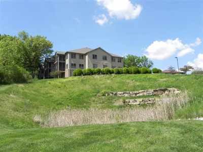 Bettendorf Condo/Townhouse For Sale: 1227 E Kimberly