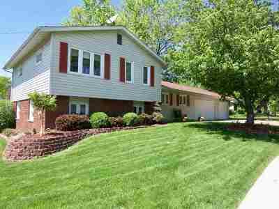 Davenport IA Single Family Home For Sale: $239,800