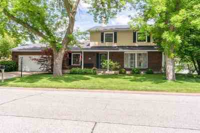 bettendorf Single Family Home For Sale: 4225 Bunker Hill
