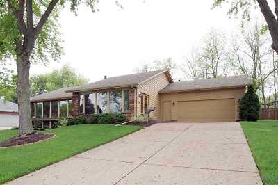 bettendorf Single Family Home For Sale: 5890 Dodds