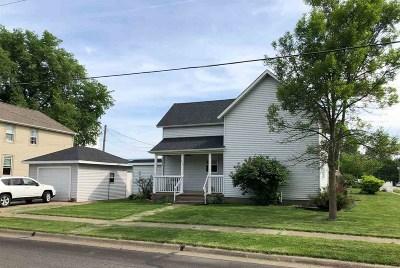 Eldridge Single Family Home For Sale: 219 Donahue