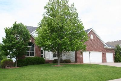 Bettendorf Single Family Home For Sale: 3454 Valleywynds