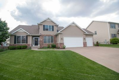 bettendorf Single Family Home For Sale: 5792 Star View