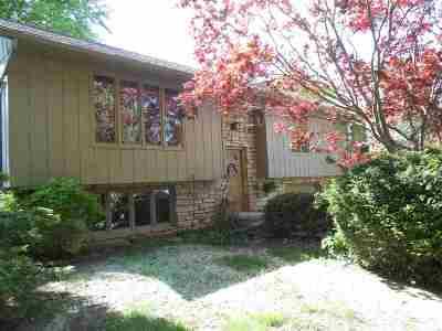 Bettendorf Single Family Home For Sale: 3280 Quail Ridge