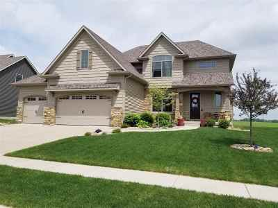 Bettendorf Single Family Home For Sale: 6651 Prairie Grass