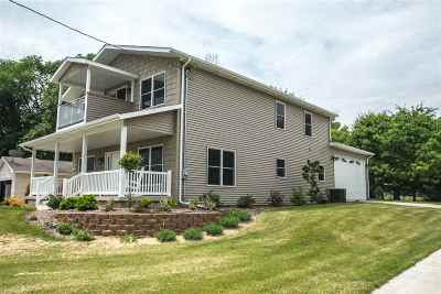 Le Claire Single Family Home For Sale: 21932 Great River