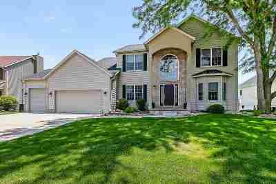 Eldridge Single Family Home For Sale: 201 Golfview